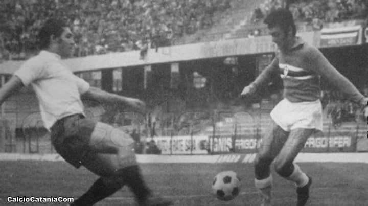 Limena affronta Tato Sabadini in Sampdoria-Catania del 25 ottobre 1970.