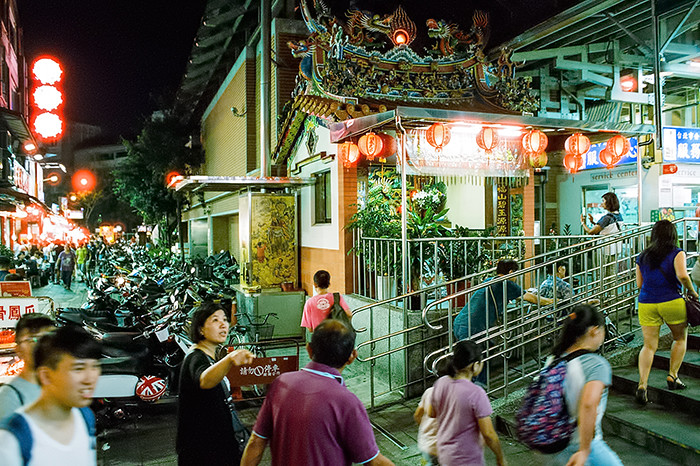 © 2016. Shilin Night Market, in Shilin District. Sunday, Sept. 4, 2016. CineStill 800T +2, Canon EOS A2.