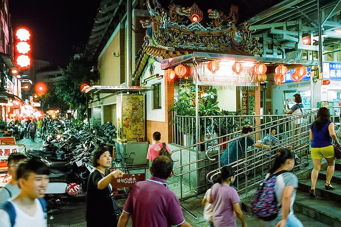 © 2016. Shilin Night Market, in Shilin District. Sunday, Sept. 4, 2016. CineStill 800T +2, Canon EOS A2.