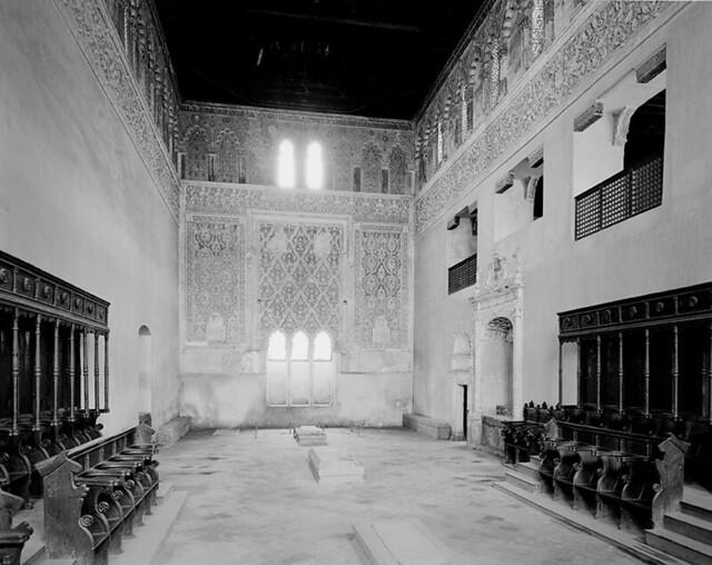 Interior de la Sinagoga del Tránsito fotografiado por Evelyn Hofer en los años 50 © Evelyn Hofer