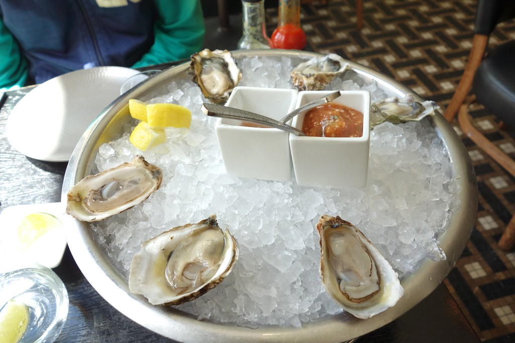 Oysters gt fish oyster 531 n wells st chicago il for Gt fish and oyster chicago