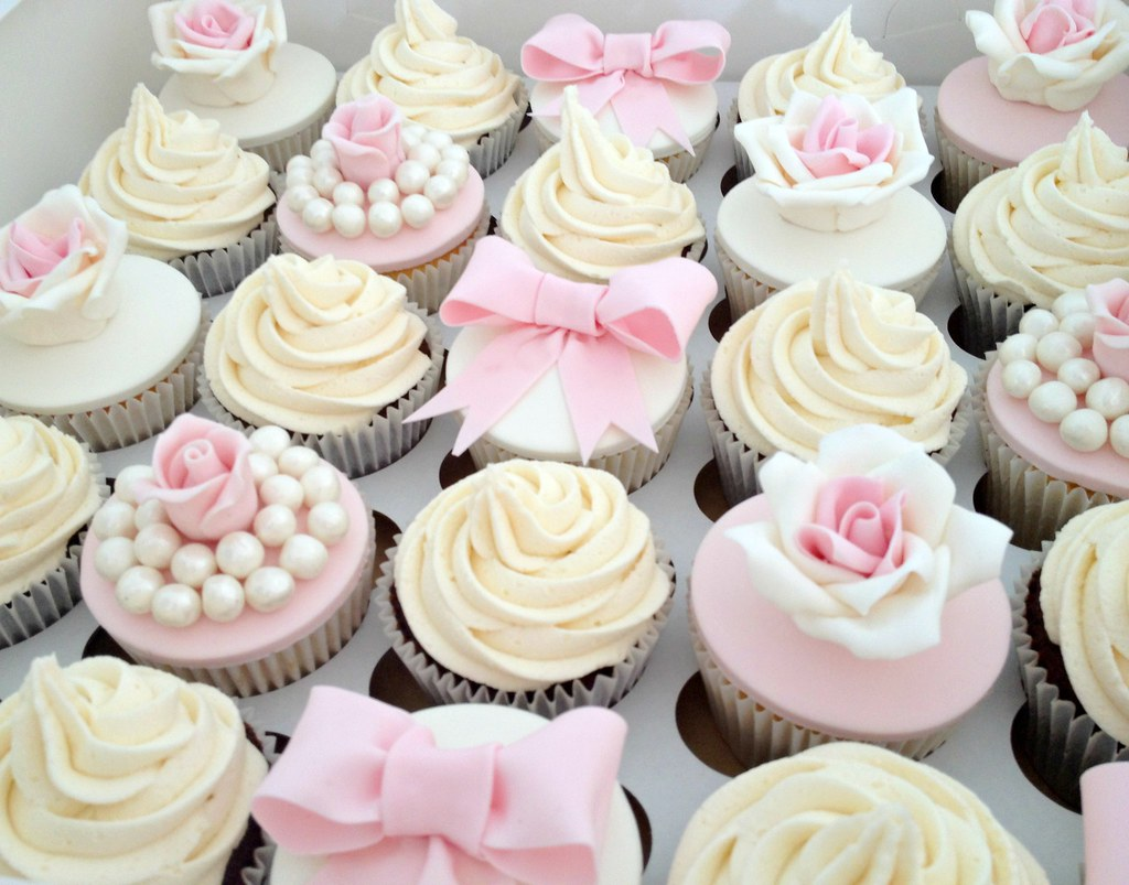 White Roses Wedding Cup Cakes
