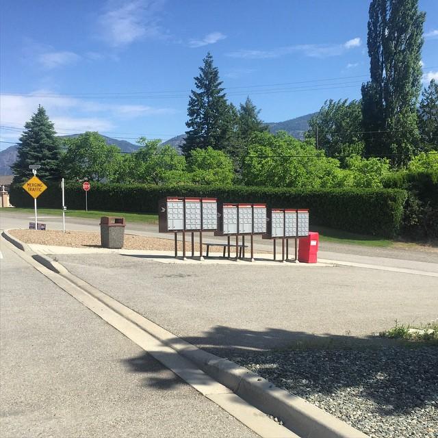 Drive-thru mailboxes