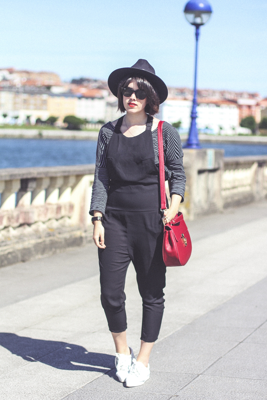 black-jumpsuit-striped-shirt-pointed-sneakers-uterque-myblueberrynightsblog