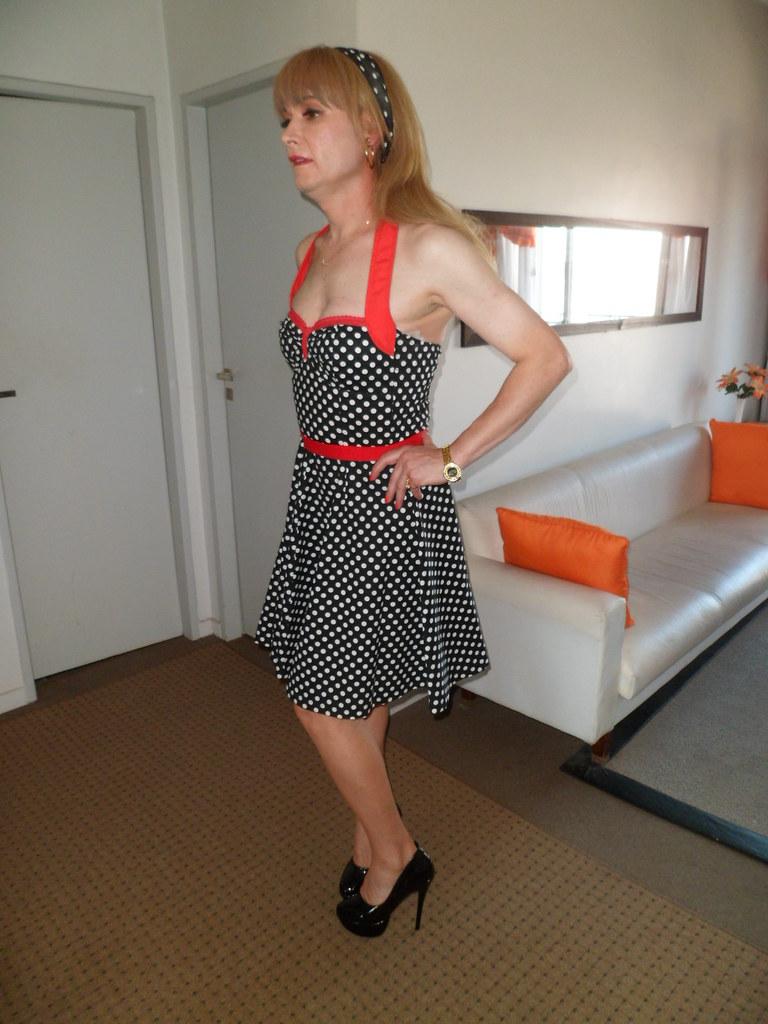 vestido pin up lunares y stilettos charol negro tambi n ag flickr. Black Bedroom Furniture Sets. Home Design Ideas