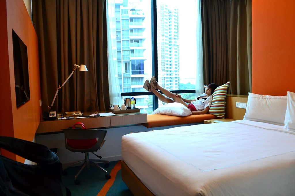 rebecca saw -  days hotel singapore review-001