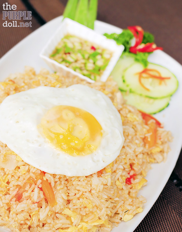 Khao Phad Kai/Moo - Thai-Style Fried Rice with Chicken/Pork (P285)