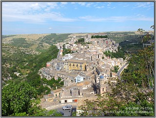 מבט אל Ragusa Ibla מ- Ragusa. אחד מה-אתרים בסיציליה.