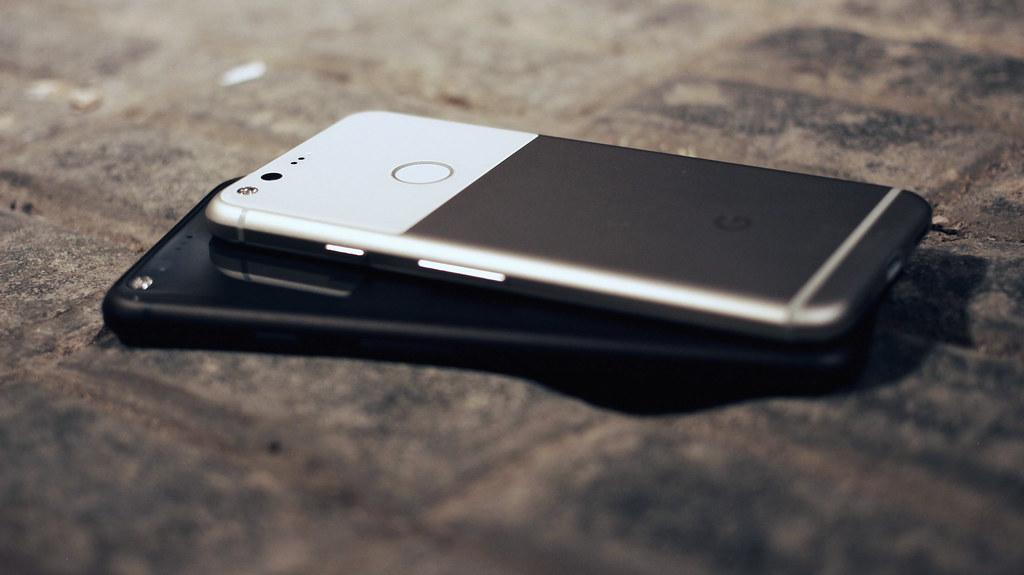 Google Pixel Or Iphone Se