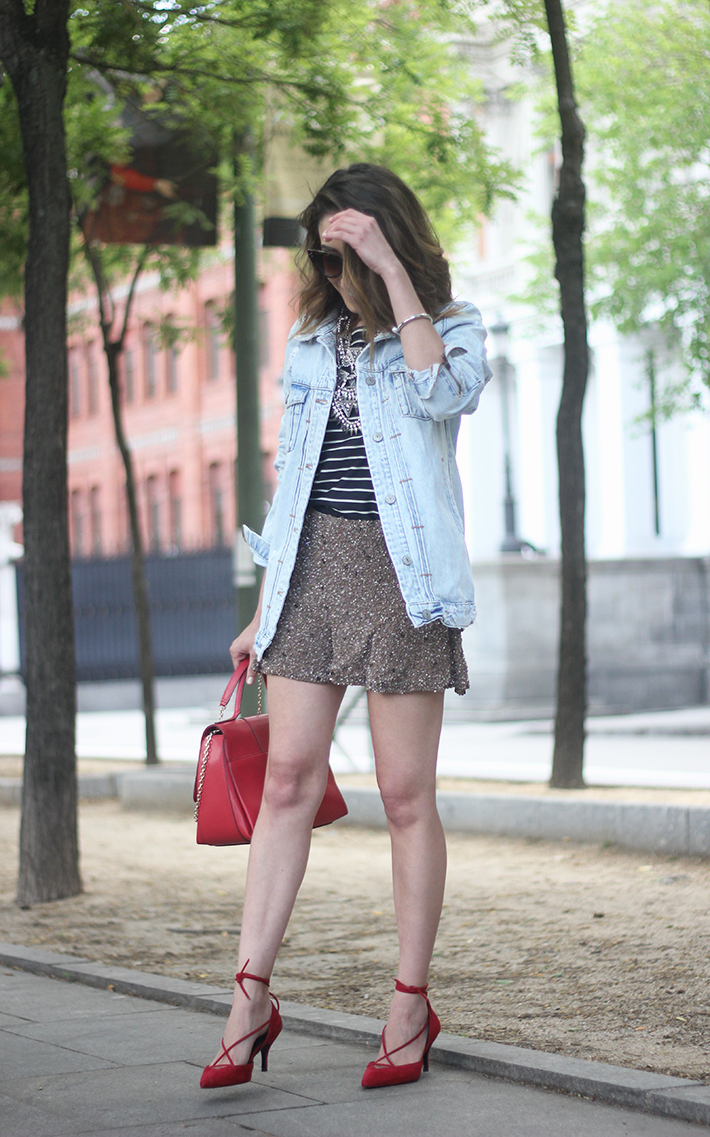 denim jacket sequins shorts striped top outfit03