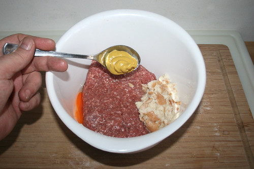 35 - Senf zum Hackfleisch addieren / Add mustard to ground meat