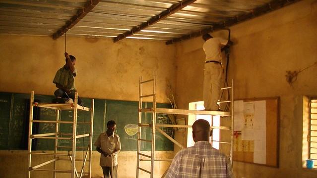 installation der leitungen und lampen in der schule in pathiri flickr photo sharing. Black Bedroom Furniture Sets. Home Design Ideas