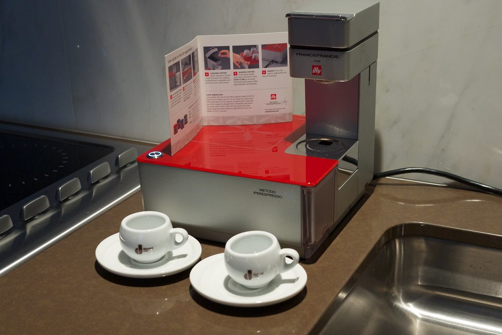 Illy Machine A Cafe