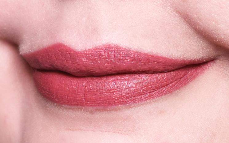kat von d studded kiss lipstick double dare (2)