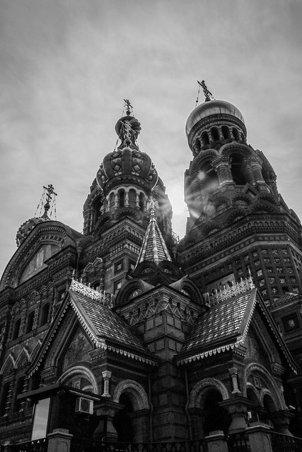 The Church of the Savior on Spilled Blood view from the canal, Saint Petersburg, Russia サンクトペテルブルク、運河から見た血の上の救世主教会