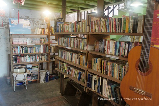 14.woods second hand book shop and cafe melaka (16)
