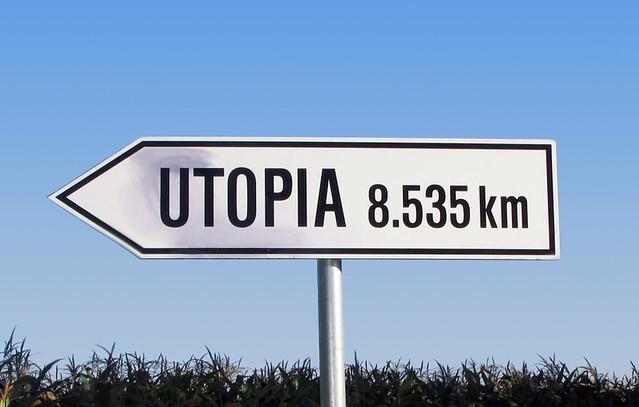 """人類社會是否能走向烏托邦,烏托邦的方向為何?距離又有多遠?本書也無法提供答案,唯有賴於人們不斷思辯、探索與嘗試。(影像來源:<a href=""""http://utopiainfourmovements.com/photos/"""">Utopia in Four Movements</a>)"""