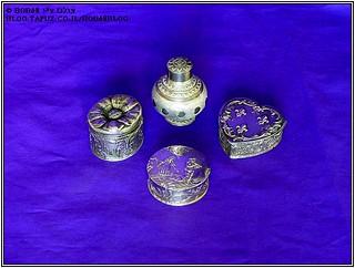 קופסאות לטבק כחלק מהאוסף של קופסאות למוצרי עישון