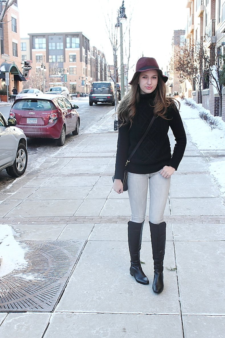 grey-jeans-and-black-turtleneck