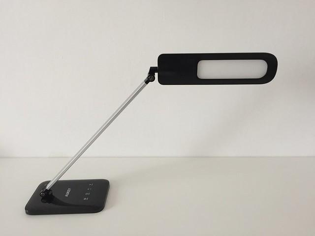 7 Lampe de bureau LED Aukey penchée vers cam