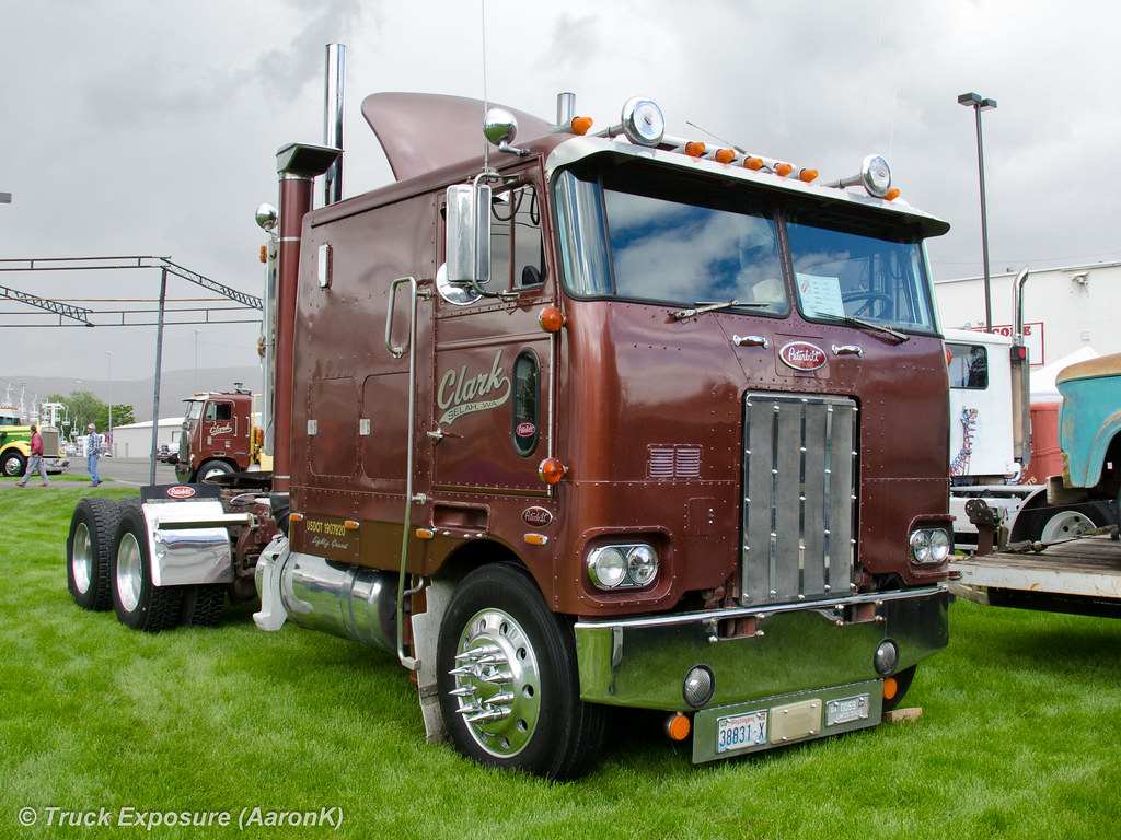 352 Peterbilt Autos Post