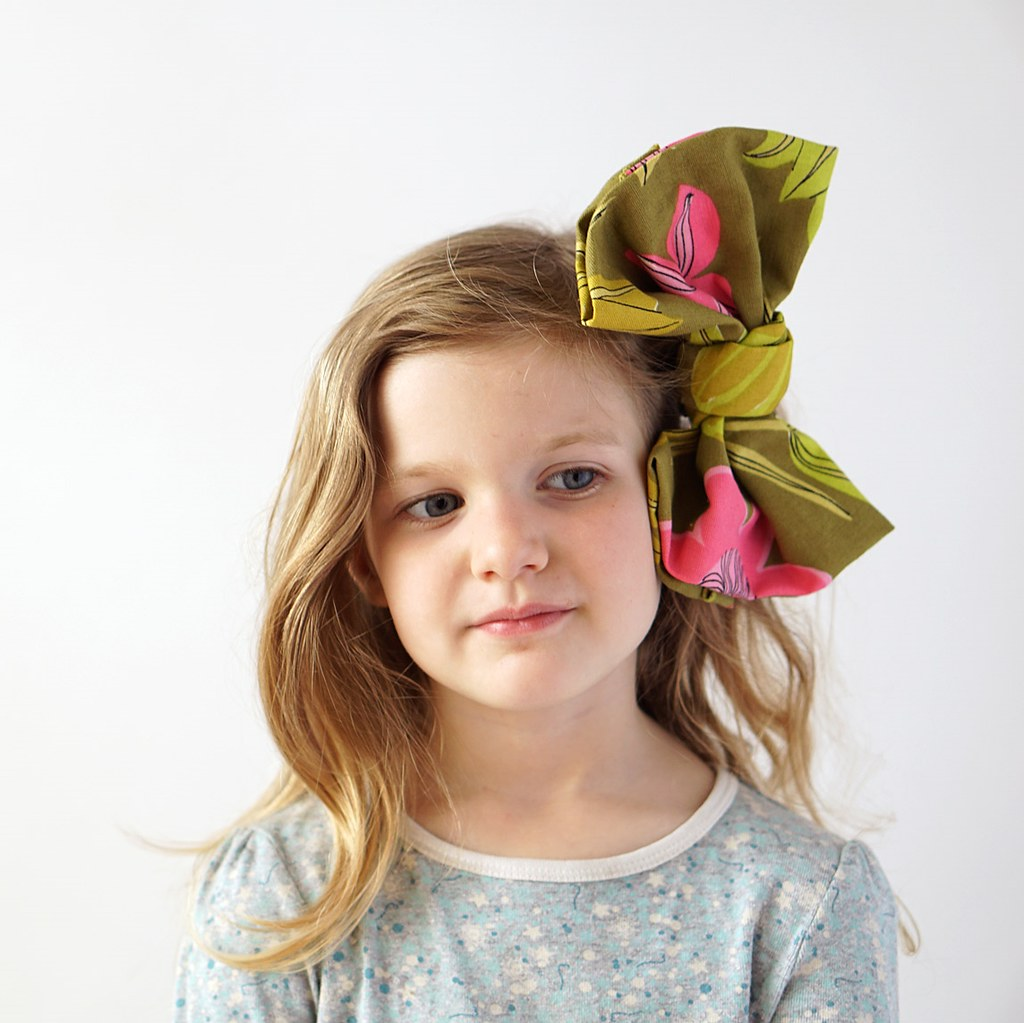 No-Sew Giant Bow