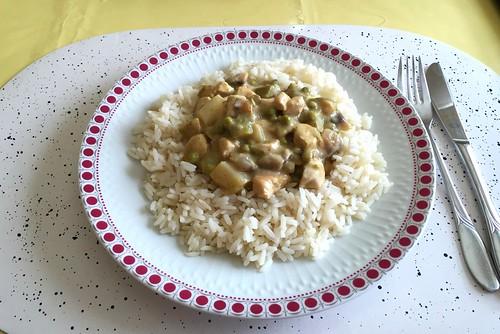 Chicken fricassee with asparagus, mushrooms & peas on rice / Hühnerfrikassee mit Spargel, Champignons & Erbsen auf Reis