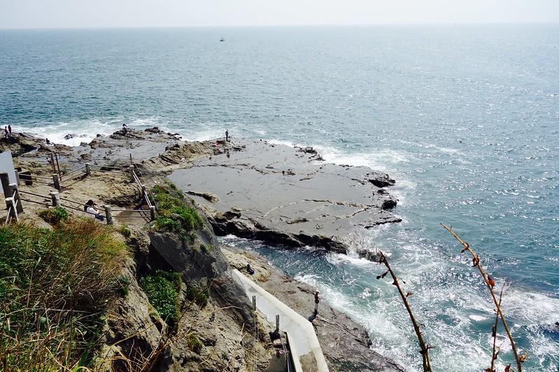 江の島南側の海