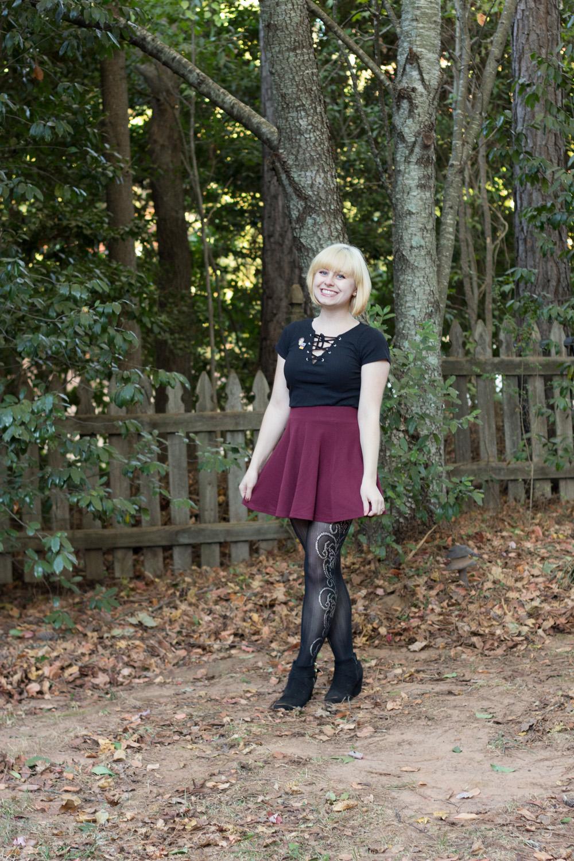 Side Patterned Black Tights Flippy Skirt Wedge Bootsd Lace Up V-neck Shirt
