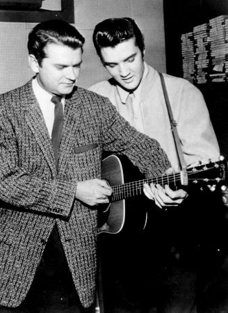 Did Johnny Cash Tour With Elvis Presly