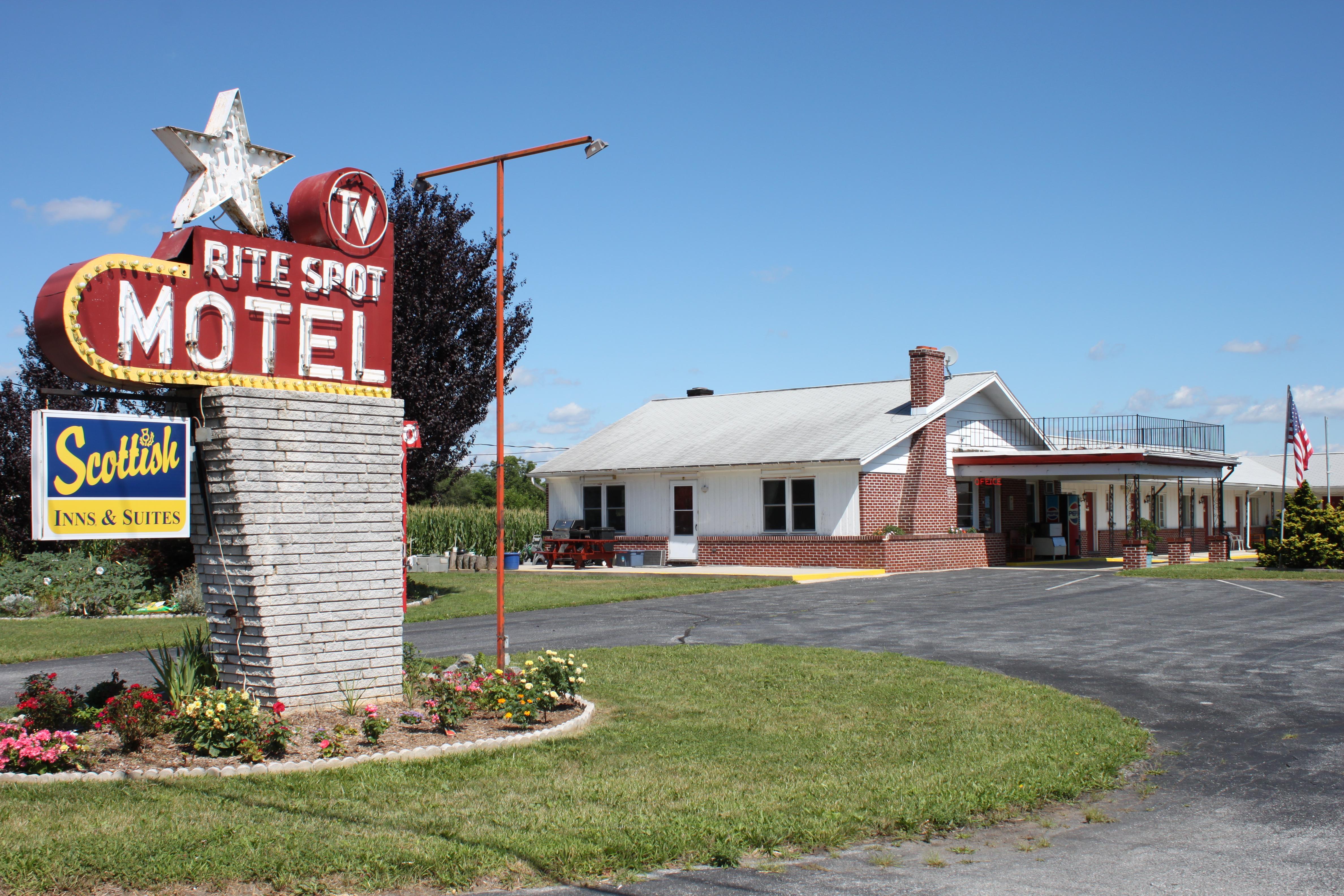 Rite Spot Motel - 5651 Lincoln Way East, Fayetteville, Pennsylvania U.S.A. - July 29, 2013