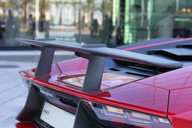 W Lamborghini Aventador SV