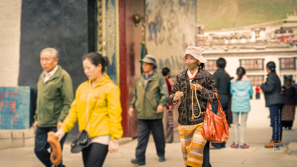 Tibet, candid shot of a buddhist woman leaving the monastery (China), 06-2016, 64 (Vlad Meytin, vladsm.com)