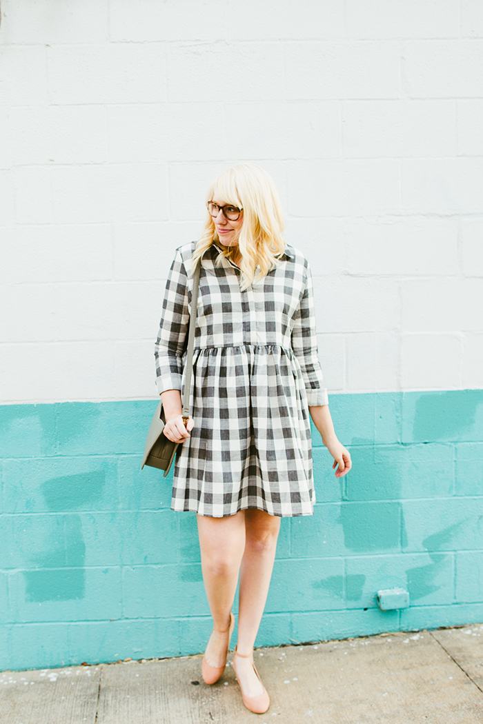 writes like a girl asos gingham smock dress blush block heels5