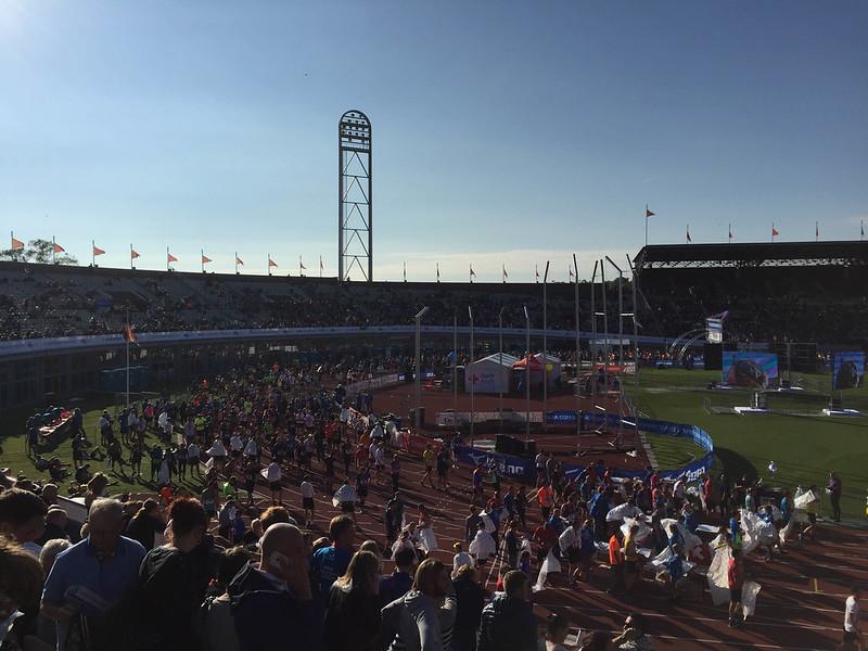 Stadionilla jengiä ylhäältä