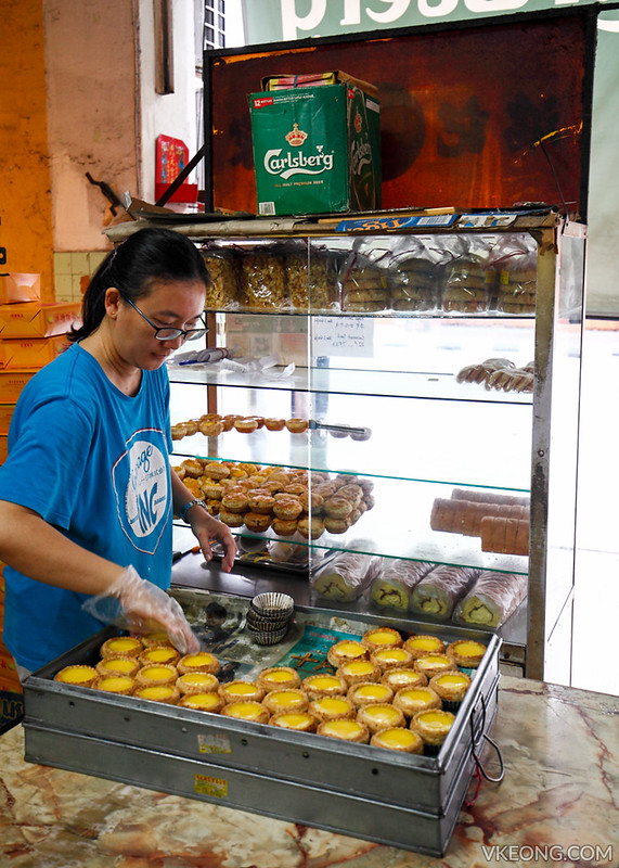 Hong Kee Arranging Egg Tarts
