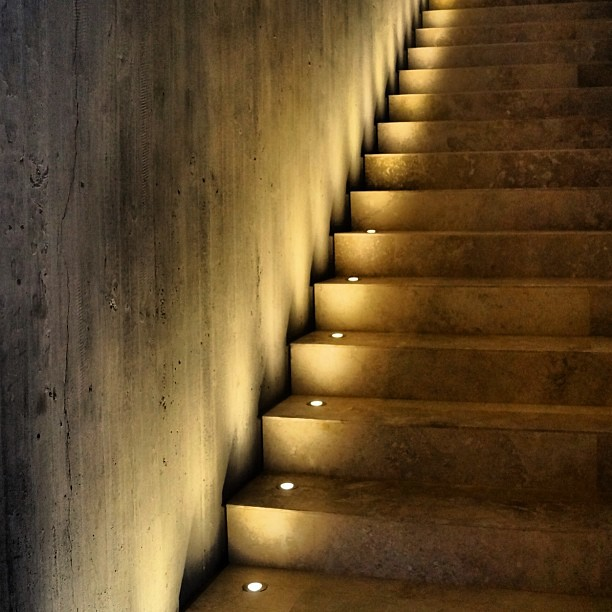 Escalera lighting iluminacion escalera stairway a - Iluminacion escaleras ...