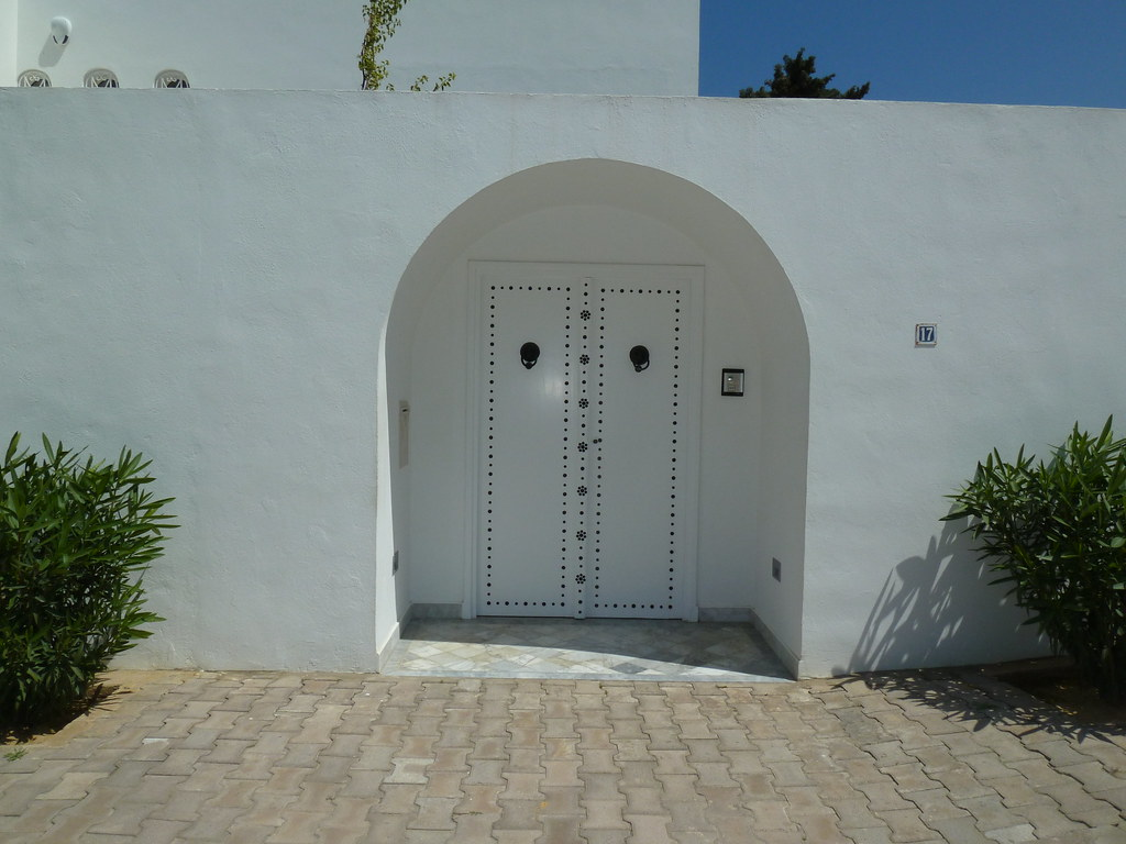 Porte traditionnelle tunisienne marsa cube banlieue for Porte de salon tunisie