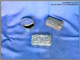 קופסאות טבק להרחה כחלק מהאוסף של קופסאות למוצרי עישון