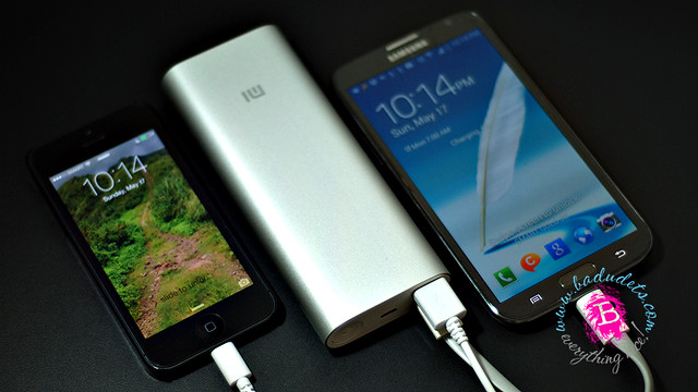Mi 16000 mah power bank can charge an Iphone and Note 2 simultaneously