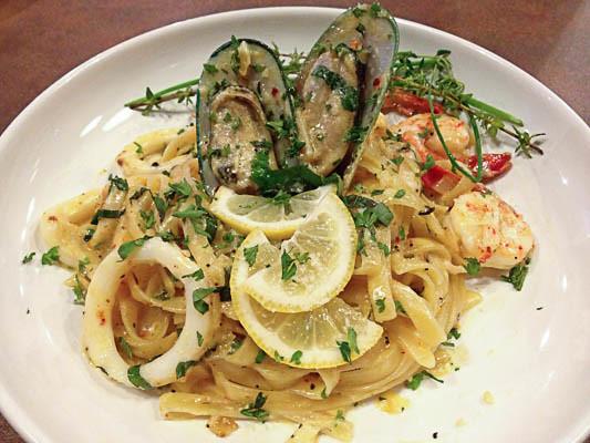 fahrenheit-600-restaurant-seafood-pasta