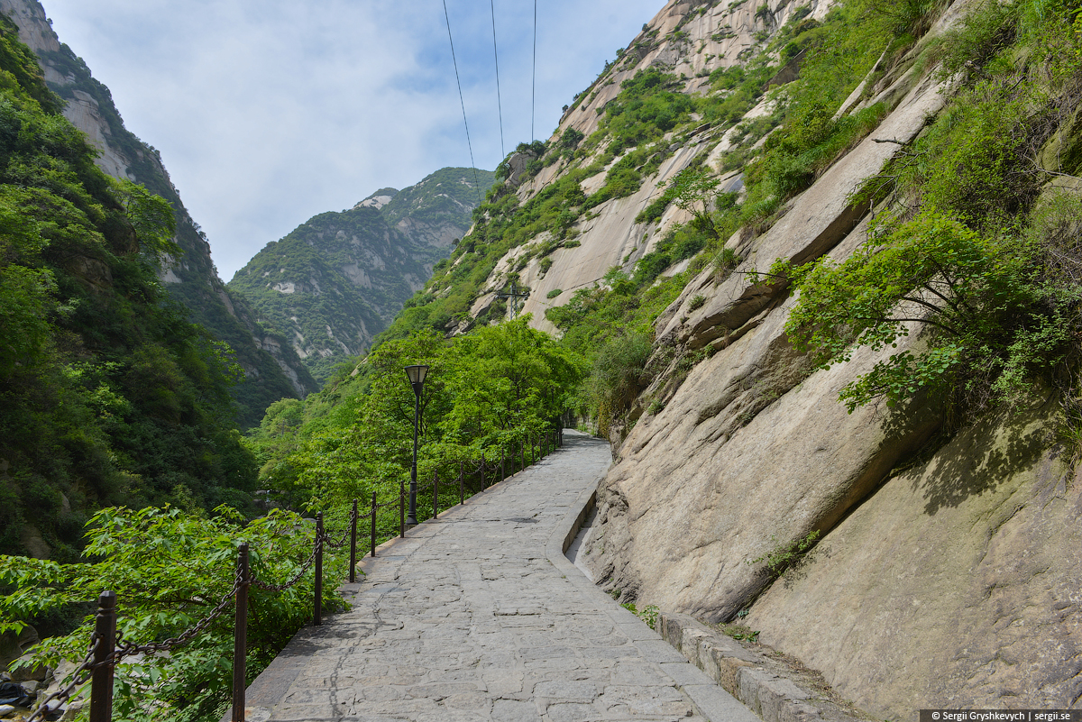 Huashan_Mountain_Xian_China-1