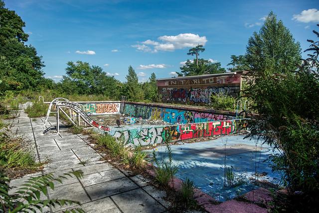 La piscine abandonn e flickr photo sharing for Piscine abandonnee