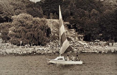 Унікальну, як на сьогодні, картину можна було побачити на ставку у Басівкуті з кінця 50-х років. Водоймою, утвореною із невеликої Усті завдяки дамбі, плавали човни різного розміру — як з вітрилом, так і моторні. Це займалися слухачі, або як їх називали, курсанти Морського клубу, що існував при ДТСААФ.