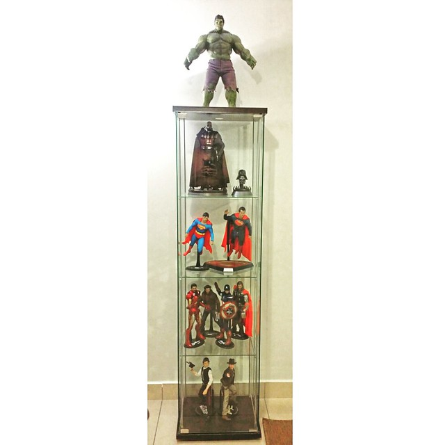 Current #sixthscale #display #shelf ..not much space to show 'em all at one go so they get displayed by rotation. Not that I have much in my collection anyway  #hottoys #sideshowcollectibles #starwars #avengers #marvel #dccomics #darthvader #indianajones