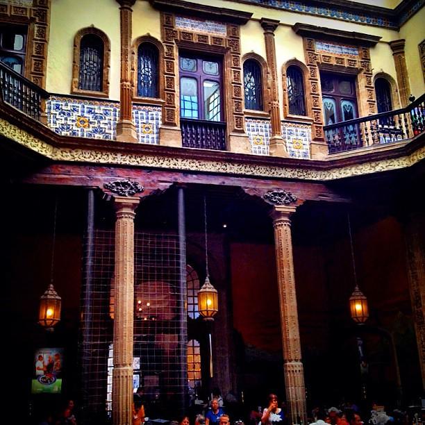 Buen d a interior de la casa de los azulejos palacio for La casa del azulejo