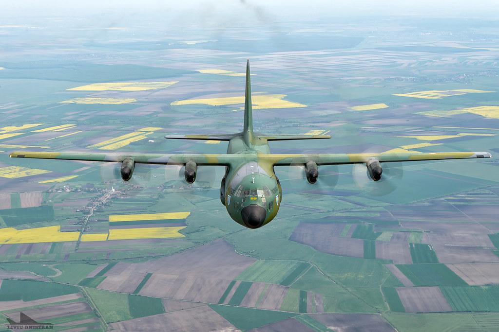 RoAF C130 Hercules in zbor 17536134536_6bd2da47b9_b