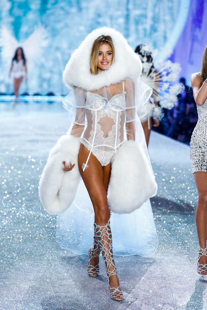 Doutzen Kroes as Snow Angel in Victoria's Secret Fashion Show 2013