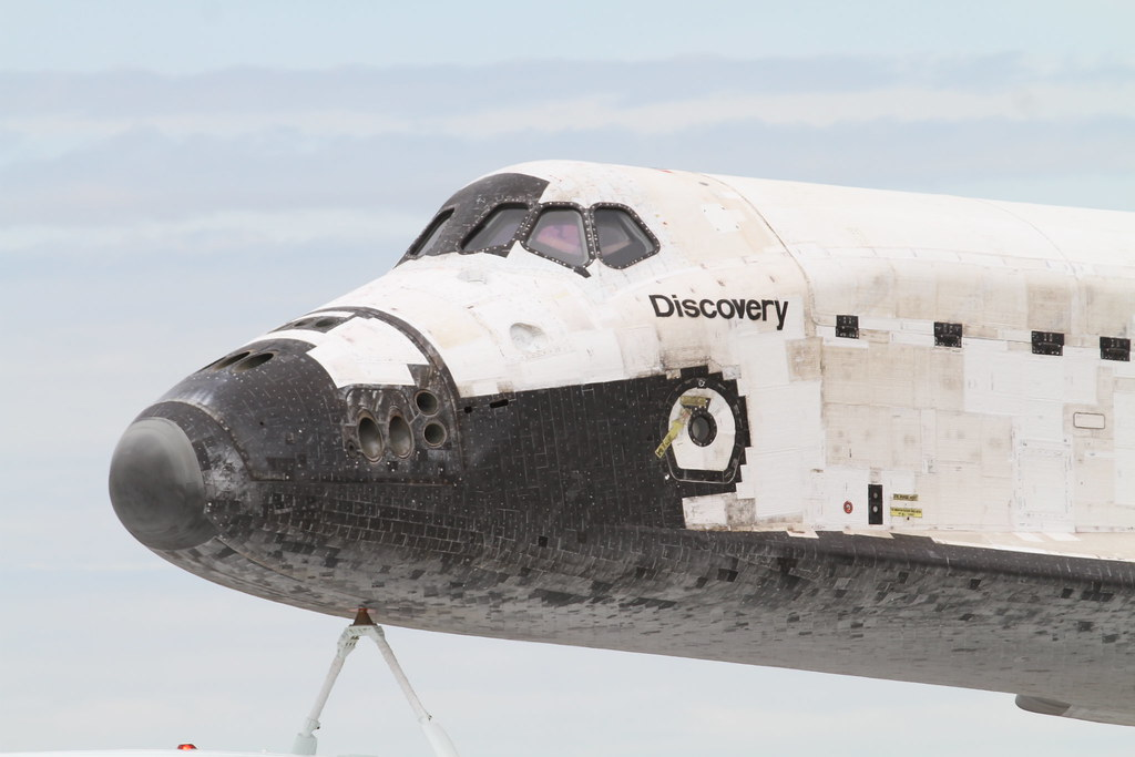 space shuttle discovery at dulles airport - photo #27
