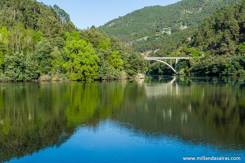 Unión del río Avia con el Miño